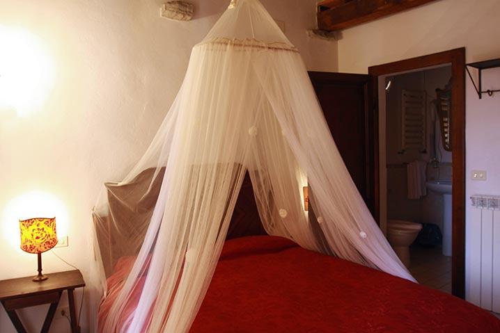 borgo-di-sempronio-alloggio-morganti-letto2
