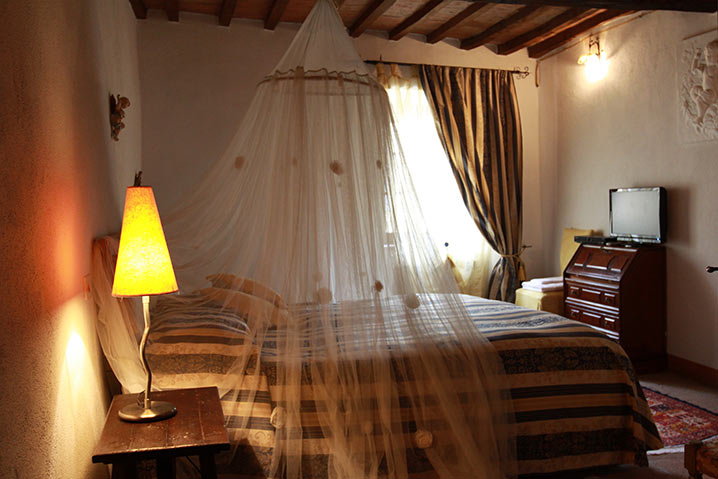 borgo-di-sempronio-casetta-del-borgo-II-letto